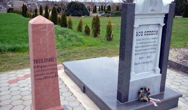Ács Gedeon és Tóth Ambrus síremlékek, Csúza